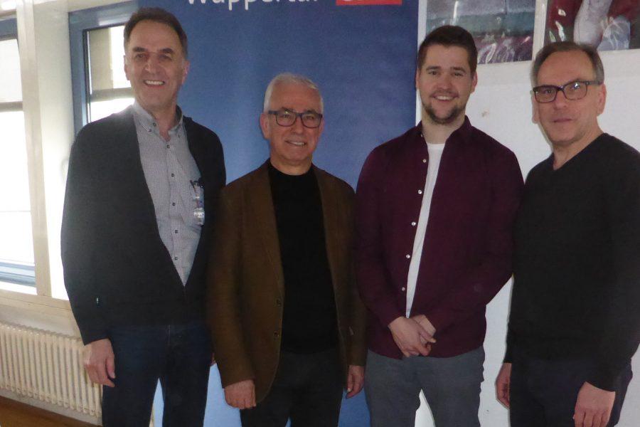 Georg Brodmann, Arif Izgi und Alexander Hobusch. der neue Vorstand der SPD Vohwinkel mit Oberbürgermeister Andreas Mucke.